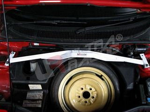 UltraRacing 4-Point Domstrebe Toyota MR2 SW20